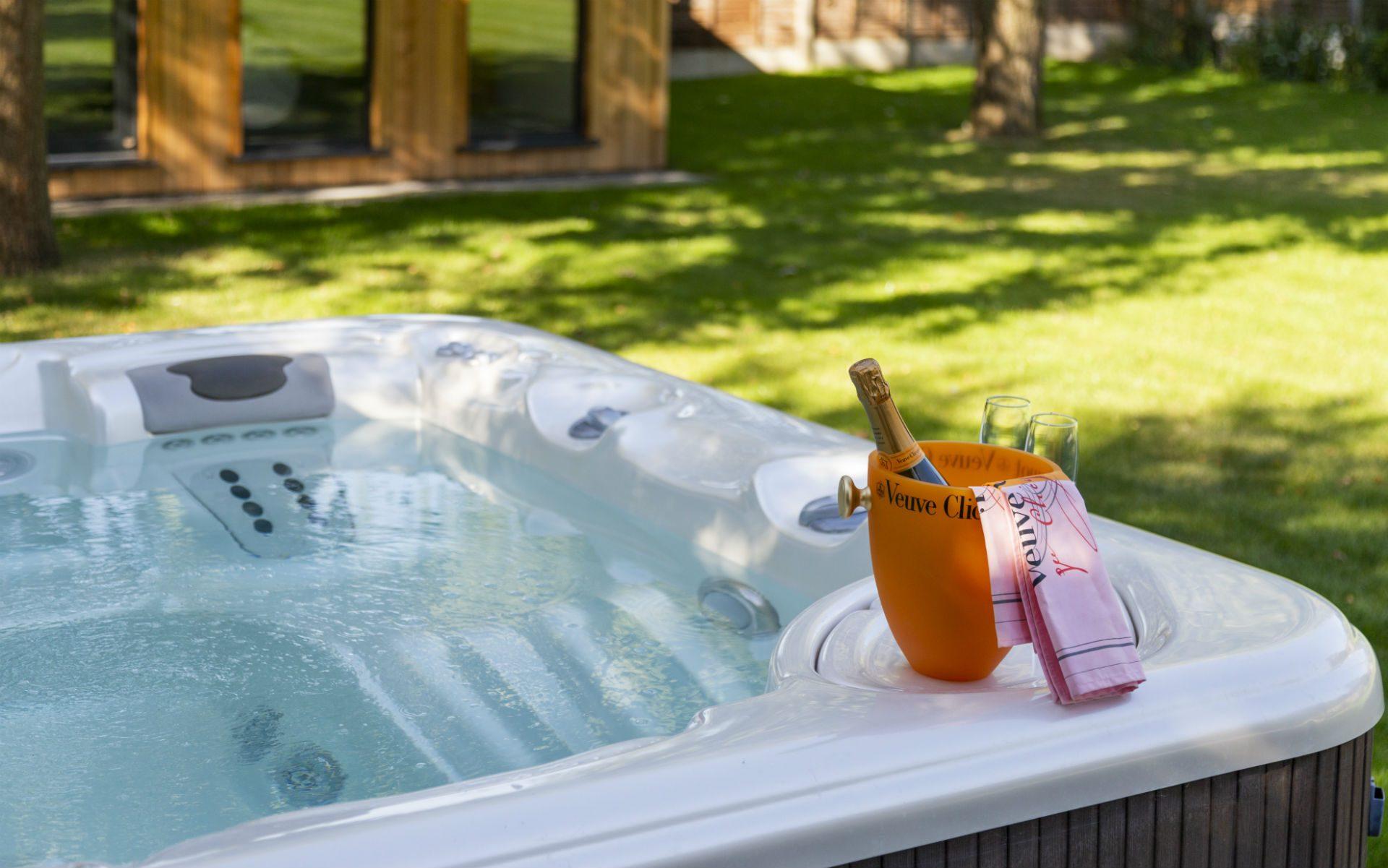 Portfolio Contemporary Family Garden Springfield Chelmsford Essex Hot-tub Jacuzzi Spa