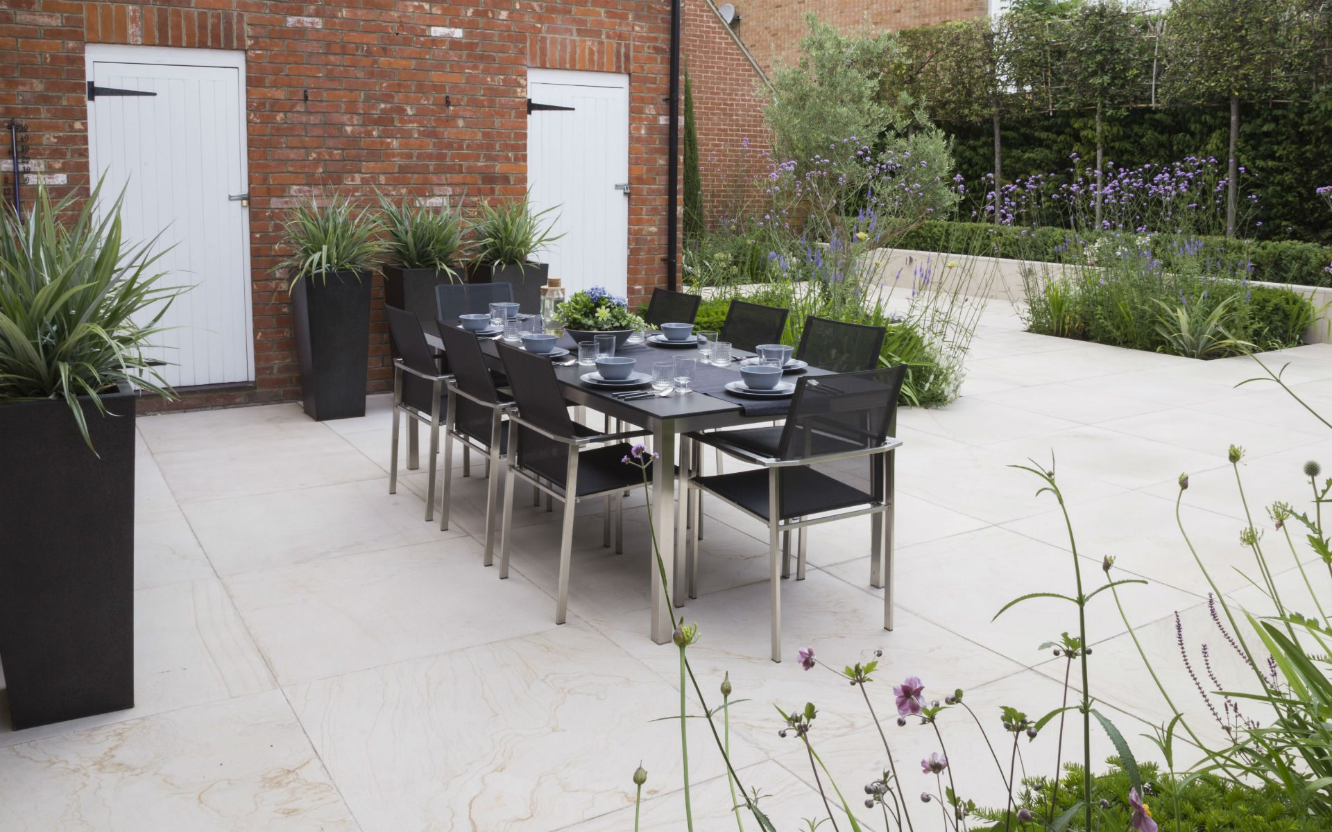 Portfolio Contemporary Living Garden and Courtyard Shenfield Essex Dining Area