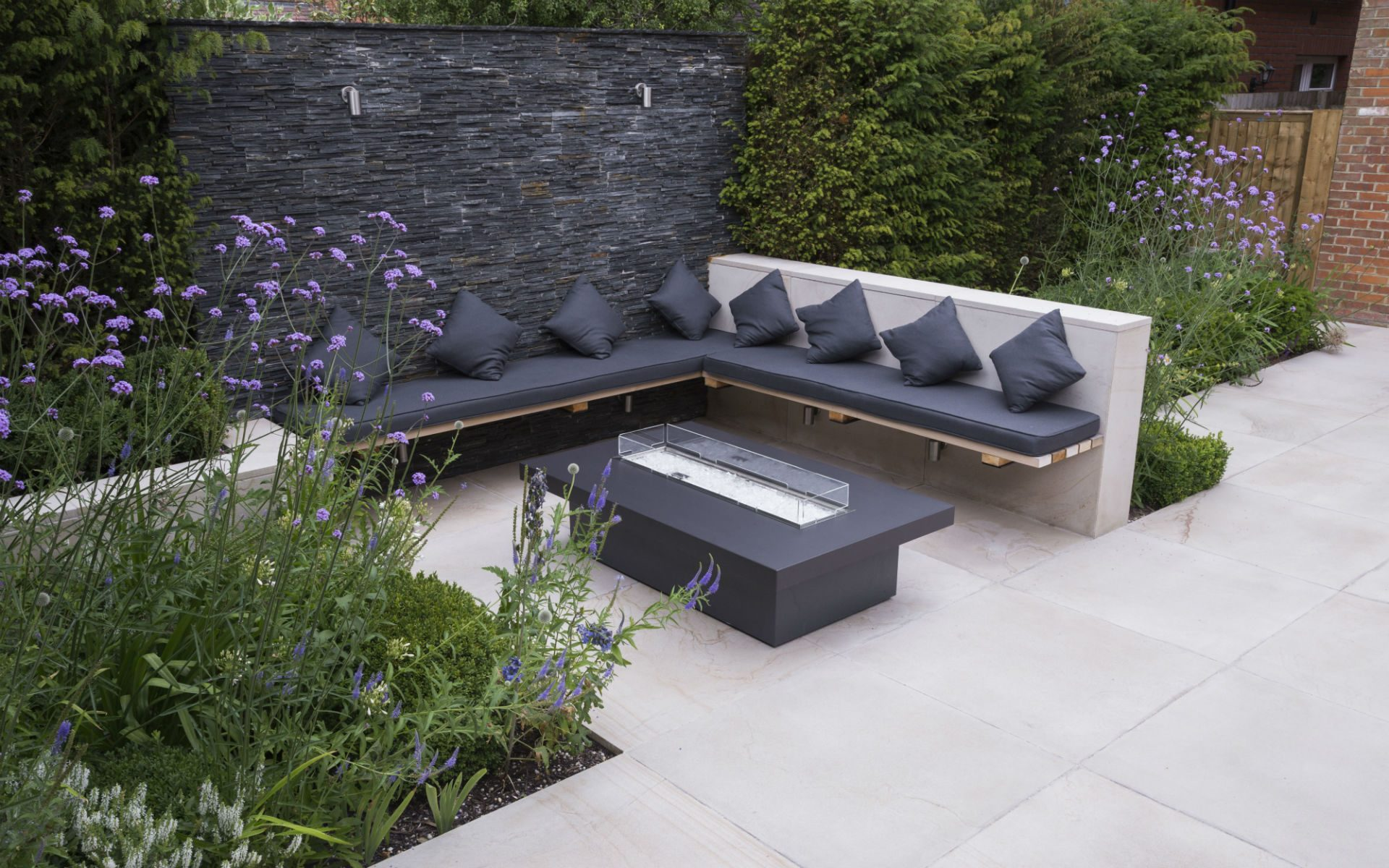 Contemporary Living Garden and Courtyard Shenfield Essex Feature Wall Bespoke Seating Firetable Area
