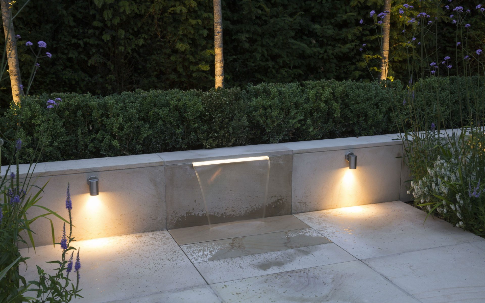 Contemporary Living Garden and Courtyard Shenfield Essex Water Feature Lighting