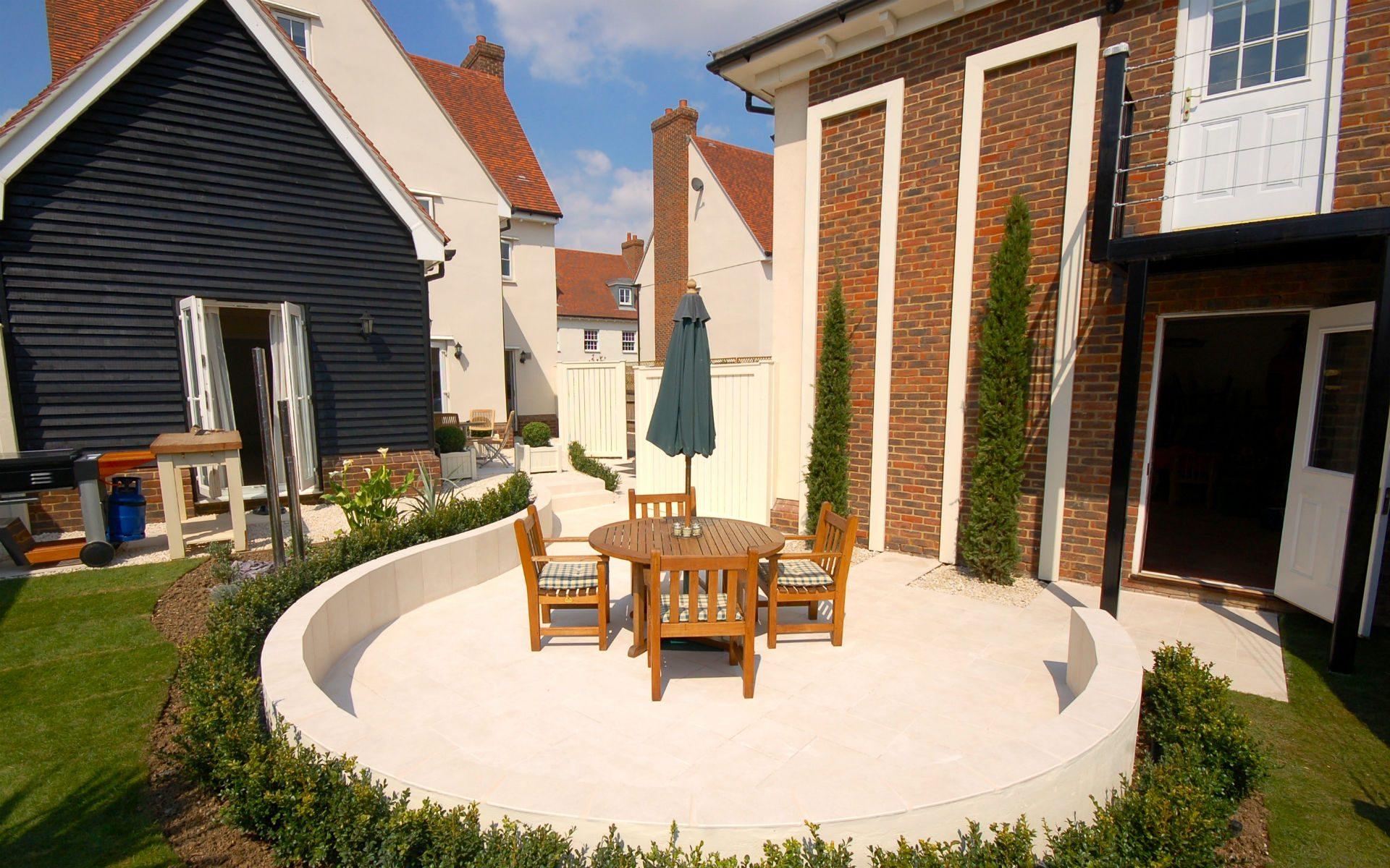 Contemporary Small Urban Garden Beaulieu Chelmsford Bistro Patio