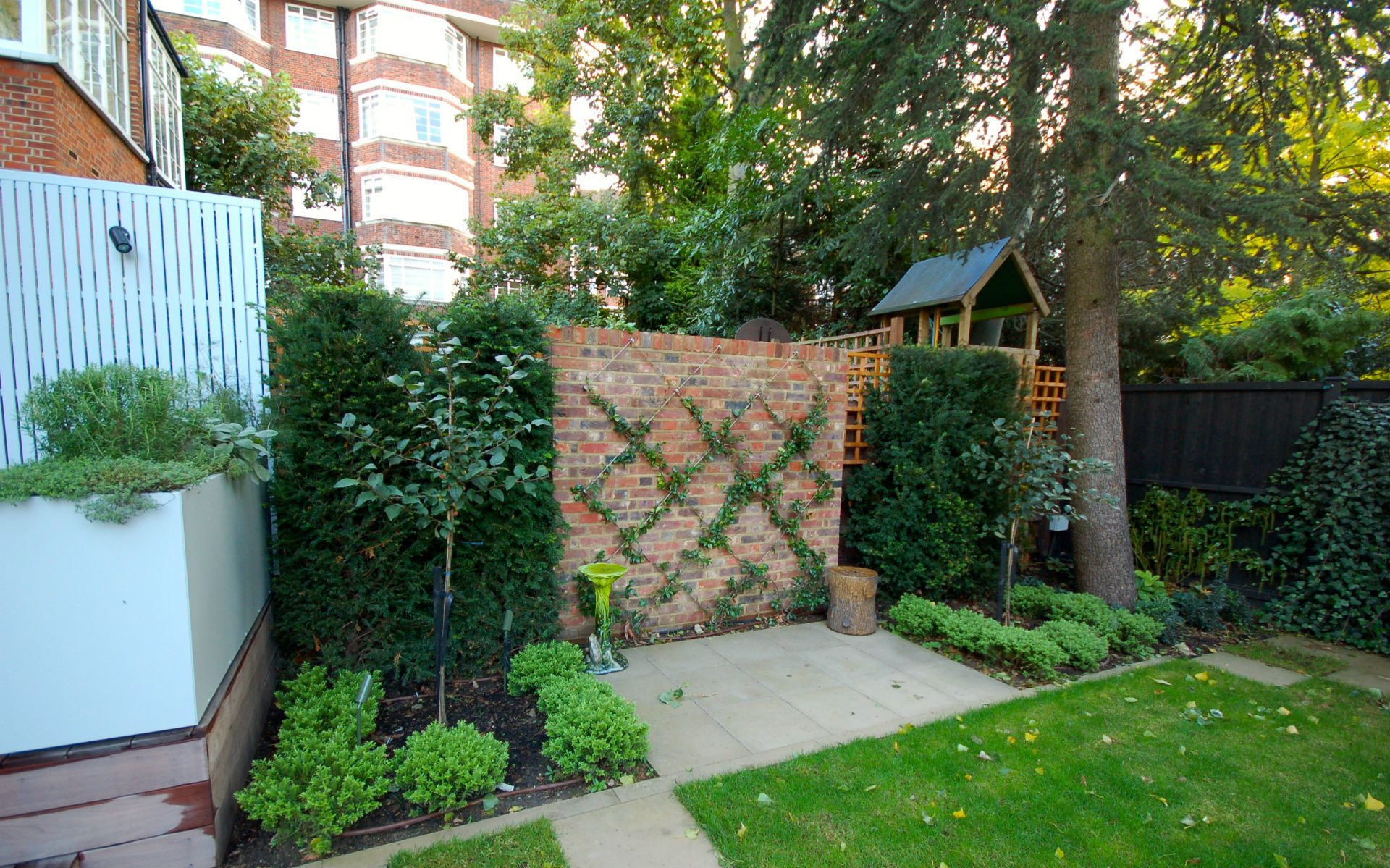Contemporary Small Urban Garden Hampstead London Portfolio Feature Wall