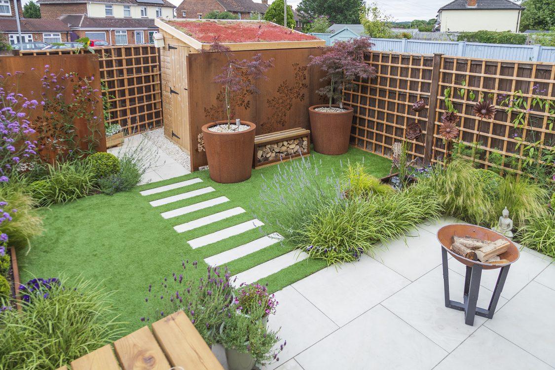 Small Urban Contemporary Garden, Sawbridgeworth Essex. Design and Build Cube 1994. View